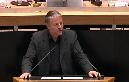Markus Klaer am Redepult im Plenum des Berliner Abgeordnetenhauses